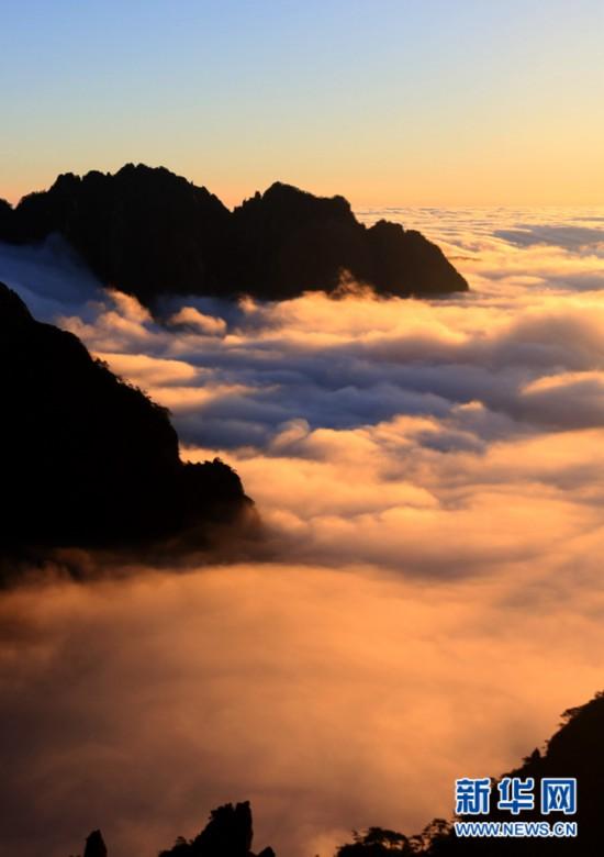 12月20日,在安徽黄山风景区拍摄的雨后壮观云海.新华网发(施广德 摄)