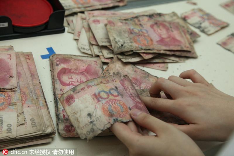 上海梅雨季一市民家两万元发霉 无奈求助银行图片