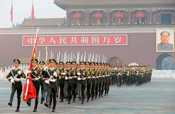 La cérémonie de lever du drapeau sur la Place Tian'anmen
