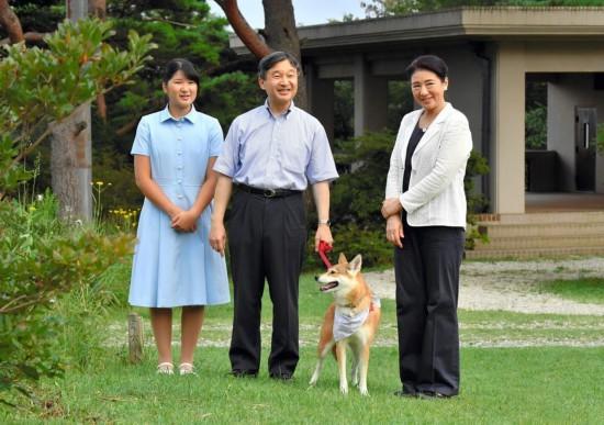 日本现任天皇为下任天皇人选犯愁:收养皇族儿子还是立女天皇?