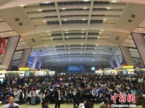 """从绿皮车到回复号 """"双城生计""""见证高铁上的中国"""