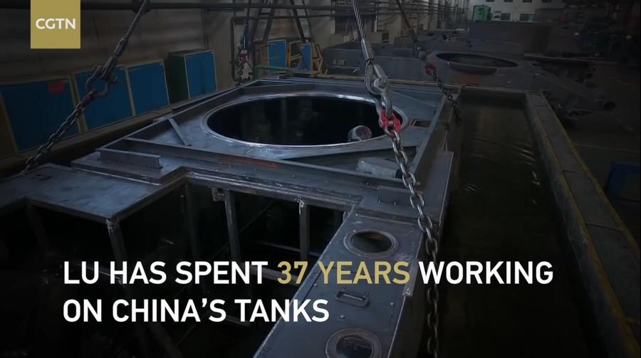 独臂焊工担当99式坦克首席技师 曝生产画面