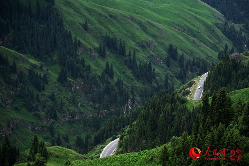 新疆独库公路:一条路展现四季风景(组图)