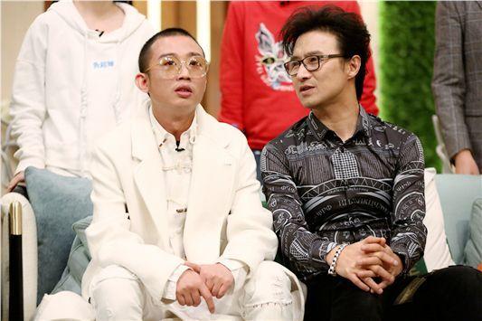 周延GAI见汪峰秒变小学生 上《歌手》原是为追星