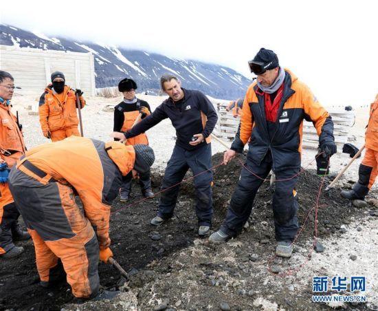 (第34次南极科考)(4)中国科考队参与修护南极历史遗迹建筑