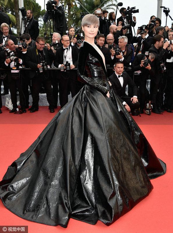 在戛纳电影节举行首映式,好莱坞电影blakelively,中国明星李宇春和井香港女星血洗南少林图片